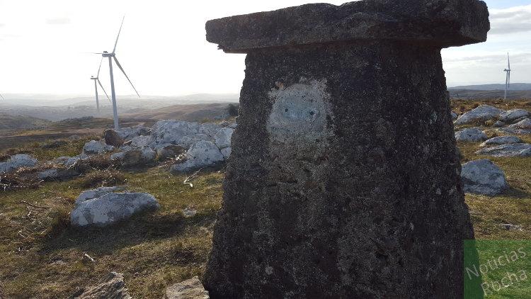 marco en cima del cerro catedral