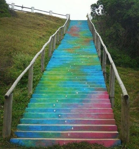 escalera pintada en la pedrera