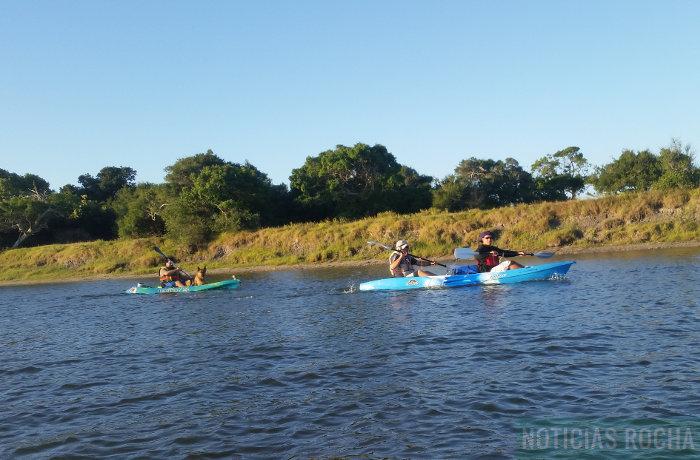 kayaks en arroyo valizas