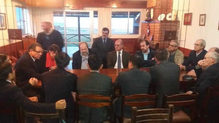 reunion autoridades nacionales con delegacion china en La Paloma